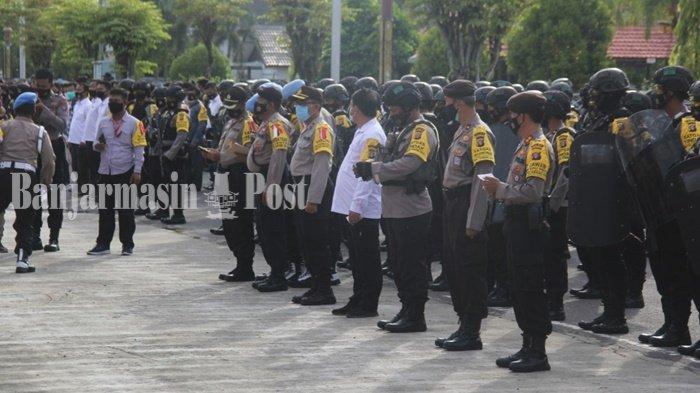 Pilkada Kalteng 2020, Personel Ditsamapta Polda Kalteng Perketat Pengamanan Kantor Bawaslu