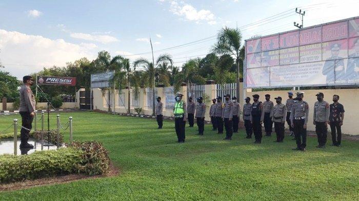 Personel Polres HSS Bantu Pengamanan PSU Pilgub Kalsel di Kabupaten Banjar