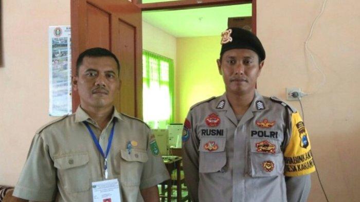 Personel Polsek Karang Bintang Amankan UNBK, Pastikan UNBK Berjalan Lancar