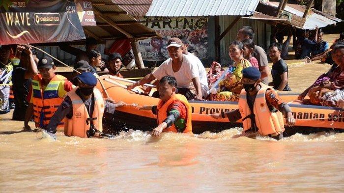 Evakuasi Korban Banjir Kalsel, Ratusan Personel Sat Brimob dan Dit Polairud Polda Kalsel Diterjunkan