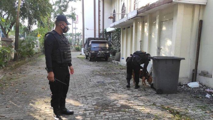 Sterilisasi Gereja dari Bahan Peledak, Unit K-9 Ditsamapta Polda Kalsel Terjunkan Lana dan Brown