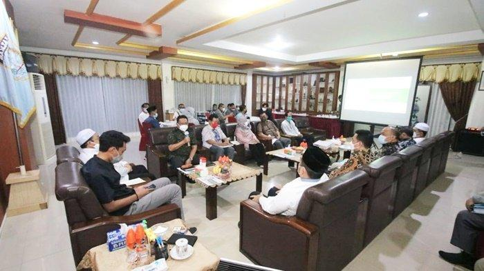 Pertemuan Bupati H Saidi Mansyur dan Wakil Bupati H Said Idrus Alhabsyi, dengan anggota DPR RI dan pengusaha terkait revitalisasi kawasan Sekumpul, Kota Martapura, Kabupaten Banjar, Kalimantan Selatan, Senin (19/4/2021) malam.