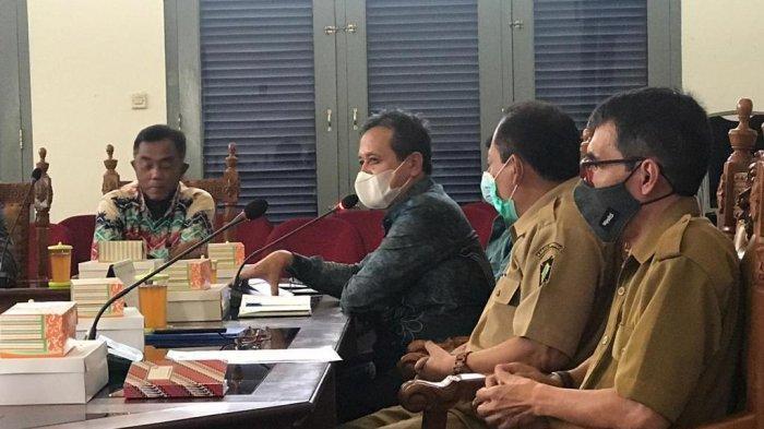 Suasana pertemuan kunjungan kerja rombongan Pemkab Tala dikantor Setda Kabupaten Kulonprogo sharing tata kelola ketahanan pangan, Senin kemarin.