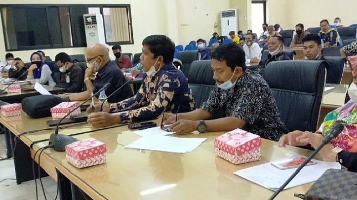 Warga Adat Hantakan Datangi DPRD HST, Minta Ilegal Logging di Meratus Diberantas