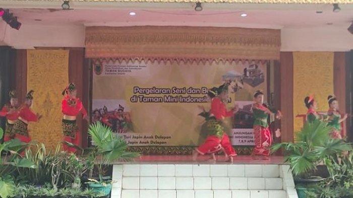 Sanggar Tari di Kalsel Gelar Pertunjukan di Anjungan TMII Jakarta, Tampilkan Tari Japin Anak Delapan