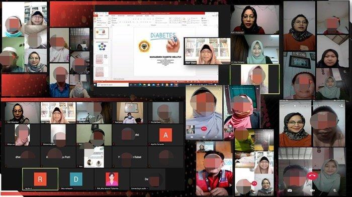 Peserta kegiatan pendidikan kesehatan dan demonstrasi secara online dengan videocall Whatsapp dan Zoom Meeting, diadakan Program Studi Ilmu Keperawatan (PSIK) Fakultas Kedokteran Universitas Lambung Mangkurat (FK ULM), Kota Banjarbaru, Kalimantan Selatan.