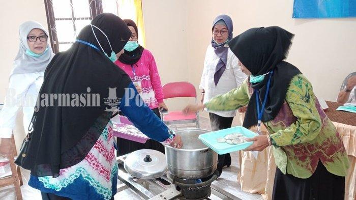 Dinas Perikanan Kabupaten Banjar Latih 45 Warga Bikin Pempek dari Ikan Patin