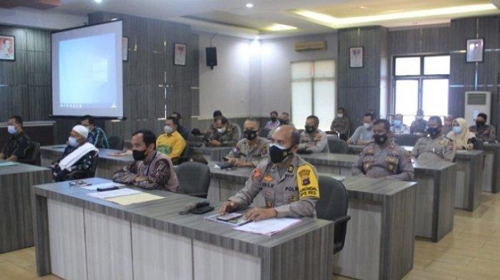 Peserta rakor terdiri jajaran Polres HST dan pihak terkait di pemerintahan HST dan instansi vertikal lainnya.