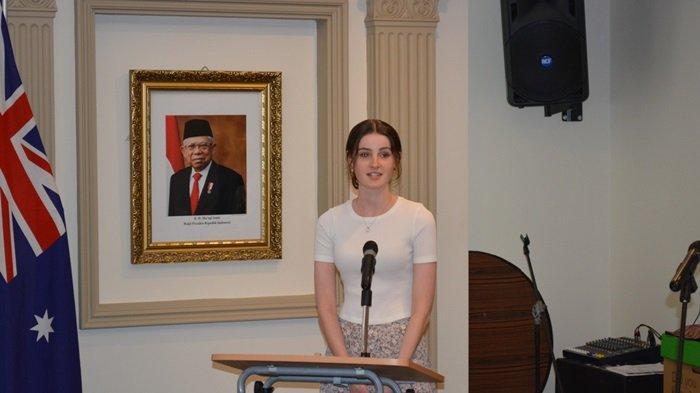 Capai Nilai Tertinggi Bahasa Indonesia, Murid Australia Dapat Penghargaan Lottie Maramis