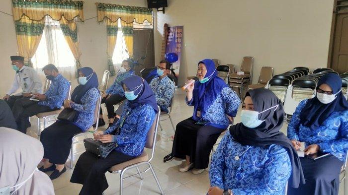 Peserta mengikuti Workshop Penetapan Parameter Kependudukan Tingkat Kabupaten Hulu Sungai Utara (HSU) yang digelar Dinas Pengandalian Penduduk dan Keluarga Berencana (DPPKB) setempat.