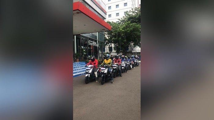 Peserta Yamaha Morning Ride (YAMAMORI) bersiap menyusuri jalanan ibu kota.