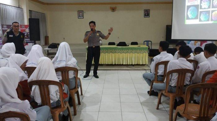 Kenalkan Bahaya Narkoba ke Pelajar di SMKN 4 Banjarmasin, Biddokes Polda Kalsel Beri Pengetahuan DVI