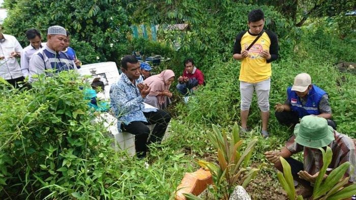 Dinas Sosial Kapuas Bantu Makamkan Jasad Orok yang Ditemukan di Tempat Pembuangan Sampah