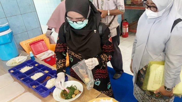 Petugas Dinkes Kabupaten Banjar Periksa Makanan Lapas Narkotika Karang Intan