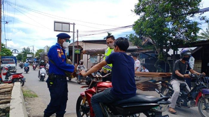 Pengunjung Wajib Mengenakan Masker Masuk Pasar Alabio Kabupaten HSU