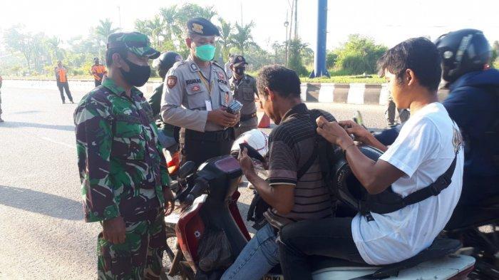 Petugas Gabungan di Kabupaten Banjar Perketat Prokes Terhadap Pengguna Jalan