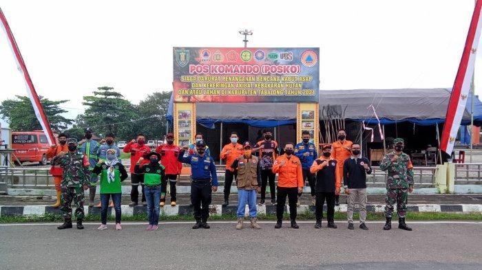 Personel Polres Tabalong dan Petugas Gabungan Siaga di Posko Terpadu Penanganan Karhuta