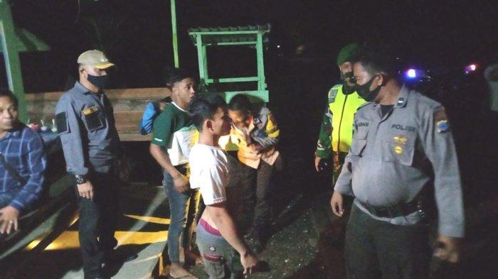 Terjaring Operasi Yustisi di Kelumpang Hulu Kotabaru, Dua Pemuda Ini Kedapatan Bawa Sajam