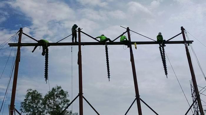Belum Tersentuh Listrik Warga Dua Dusun di Loksado Numpang Ngeces Hape di Warung Kamawakan