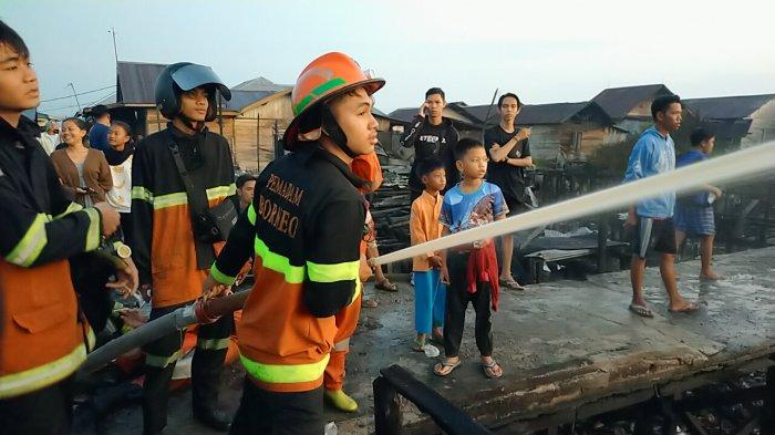 Jalan Sempit, Petugas Pemadam Sulit Menjangkau Lokasi Kebakaran di Permukiman Mendawai Palangkaraya