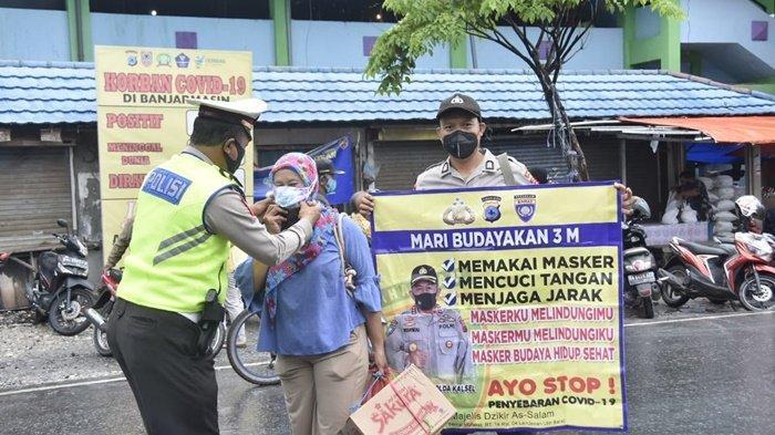 Ditlantas Polda Kalsel Gencar Sosialisasi Protokol Kesehatan dan Bagi Masker