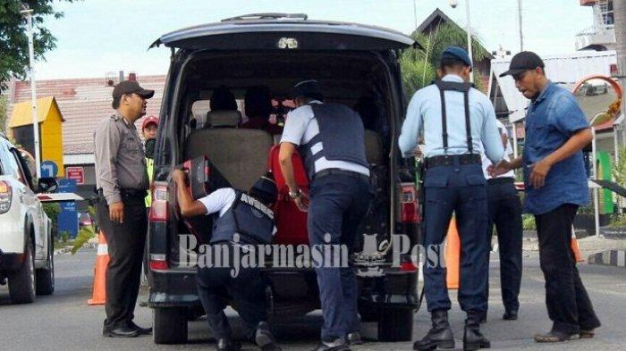 Begini Kondisi Terkini Ketatnya Pengamanan Bandara Syamsudin Noor Pasca Ledakan Bom Surabaya