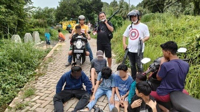 Momen Lebaran, Anggota Polres Kotabaru Kalsel Amankan Belasan Koboi Senjata Plastik