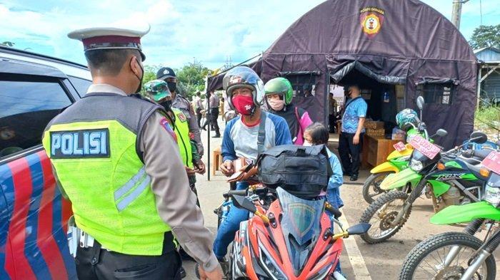 Wakapolres Kotabaru Cek Pos Penyekatan PPKM di Pamukan Barat Perbatasan Kalsel-Kaltim