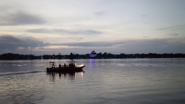 Kapal Pencari Ikan Asal Jakarta Berisi 13 orang Tenggelam di Perairan Kumai Kalteng
