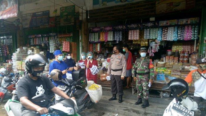 Pedagang dan Pengunjung Pasar Besar Palangkaraya Jadi Target Sosialisasi Vaksinasi Covid-19