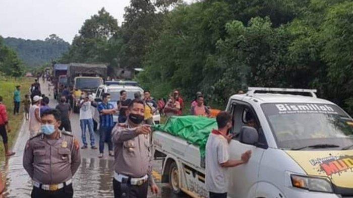 Ingatkan Pengendara Waspada Banjir, Polres Lamandau Kalteng Pasang Peringatan di Trans Kalimantan