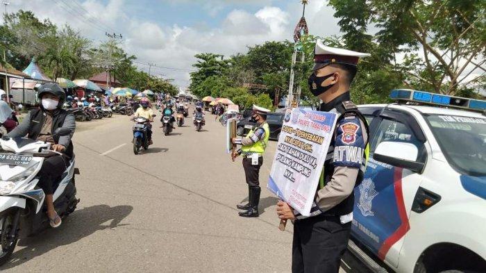 Pakai Alat Peraga, Satlantas Polres Tabalong Sambangi Pasar Sampaikan Imbauan