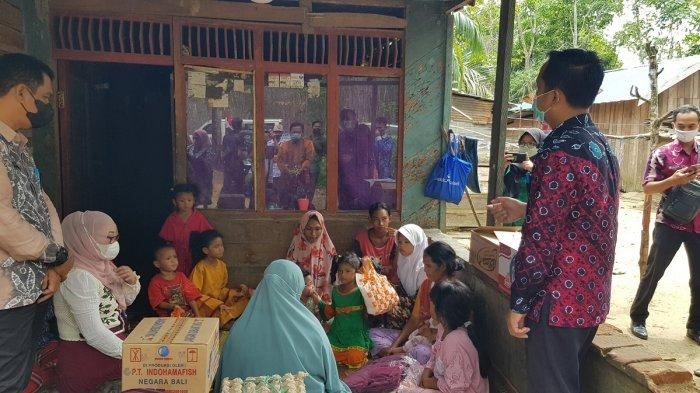 Camat Jorong Siapkan Lahan Siap Tanam dan Bantu Sekolahkan Anak Keluarga Miskin Asrimulya