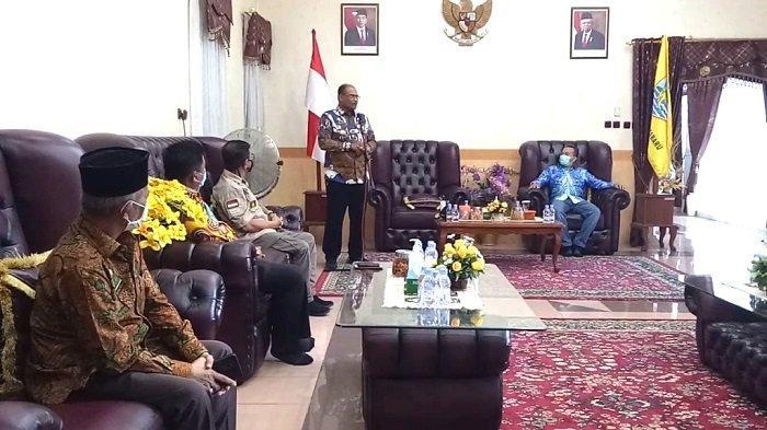 Berkunjung ke Kotabaru, Pj Gubernur Minta Pemda Naikan Anggaran Covid-19