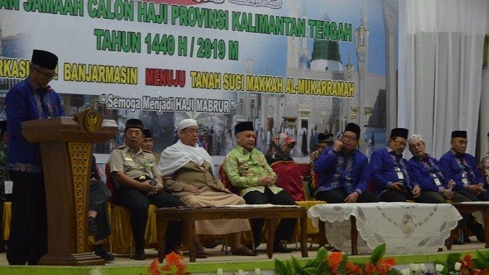 Gubernur Kalteng Tambah Uang Saku Jamaah Calon Haji, Plh Sekda Kalteng Lepas Calhaj Kloter 8
