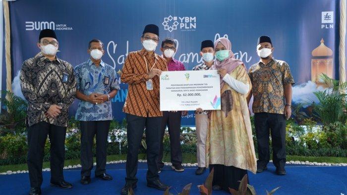 Tanggung Jawab Sosial Lingkungan, PT PLN Persero UIKL Kalimantan Salurkan Bantuan
