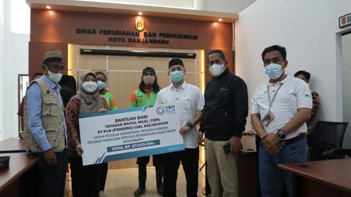 Yayasan Baitul Maal (YBM) PT PLN (Persero) UIKL Kalimantan membagikan sebanyak 670 paket sembako.
