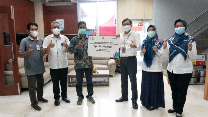 PLN UIKL Kalimantan menyalurkan bantuan CSR/TJSL melalui program Elektrifikasi Sistem Pengairan Pertanian di Desa Simpang Empat Kabupaten Banjar
