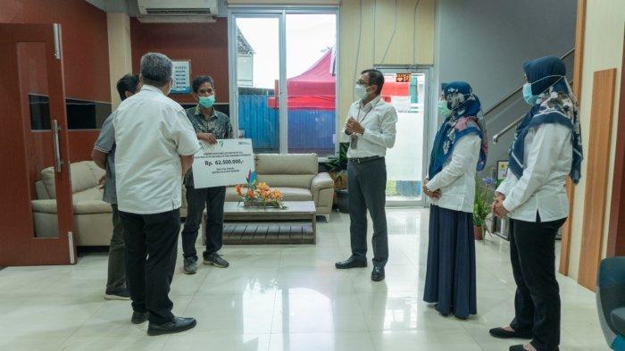 PLN Peduli Serahkan Bantuan untuk Kelompok Tani di Desa Simpang Empat Kabupaten Banjar