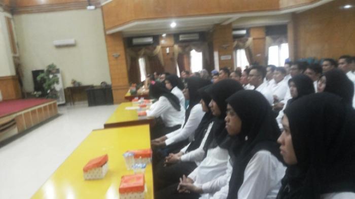 Sebanyak 56 CPNS resmi menjadi PNS. Pengarahan di Aula Kayuh Baimbai, Balaikota Banjarmasin, Senin (23/3/2015).