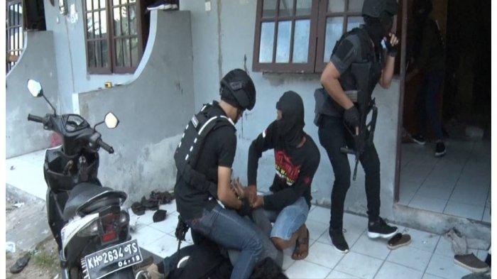 Densus 88 Bekuk Teroris di Ponorogo Jawa Timur, Warga Disuruh Hapus Video Penangkapan