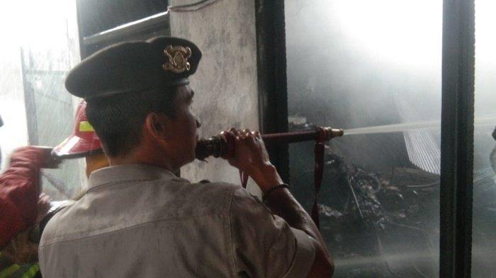 Kebakaran di Samping Gereja di Kota Banjarbaru Diduga Akibat Arus Pendek