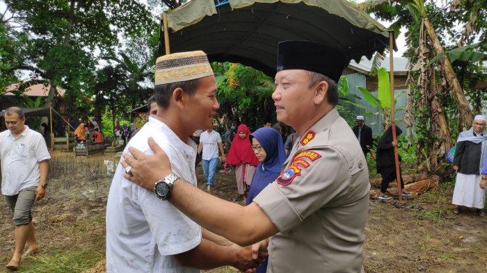 Hadiri Pemakaman Anggota Bhayangkari Ranting Amuntai Selatan, Kapolres HSU Sampaikan ini