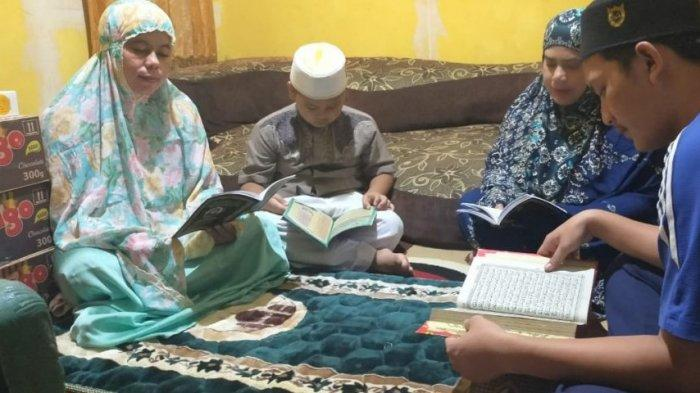 Polres Kapuas dan polsek jajaran serentak berdoa dan zikir bersama di rumah masing-masing sebagai bentuk peringatan Nuzulul Quran.