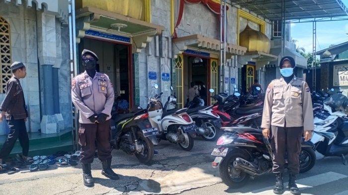 Berikan Rasa Aman, Personel Polres Tabalong Lakukan Pengamanan Pelaksanaan Salat Jumat