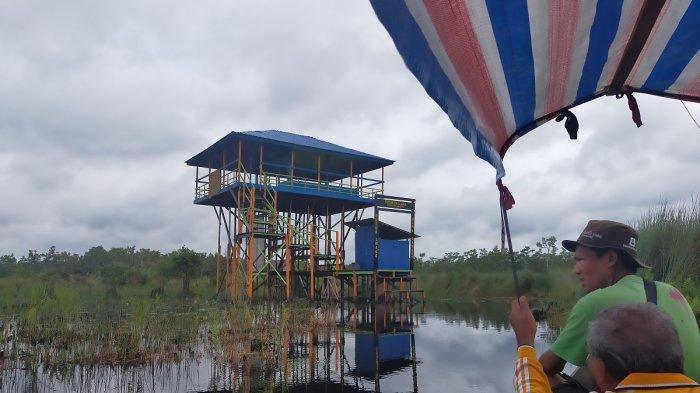Wisata Kalsel, Menikmati Bekal di Pondok Tengah Rawa Swargaloka HSU