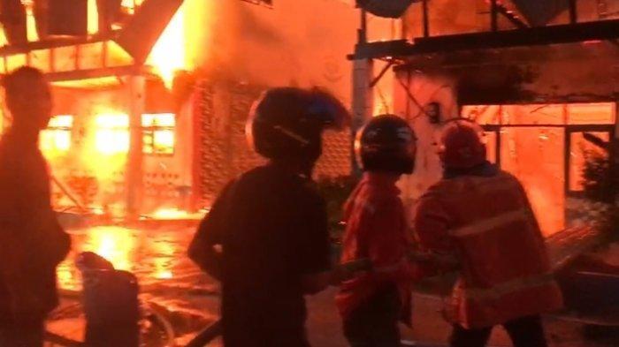 BREAKING NEWS -  Asrama dan Kelas Awalliyah/Tajhizi Ponpes Al Falah Banjarbaru Dilumat Api