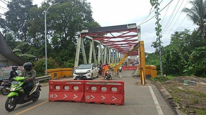 Sopir mengantuk, Truk Asal Kaltim Ini Tabrak Portal Jembatan Paringin Balangan, Begini Akibatnya