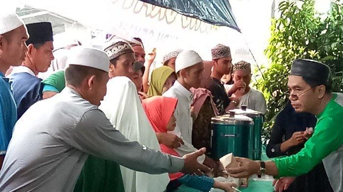 Haul ke-15 Guru Sekumpul, Dapur Relawan di PPS Martapura Sediakan Nasbung Gratis, Diserbu Jemaah