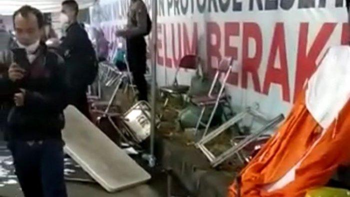potongan video warga merusak posko penyekatan di Suramadu
